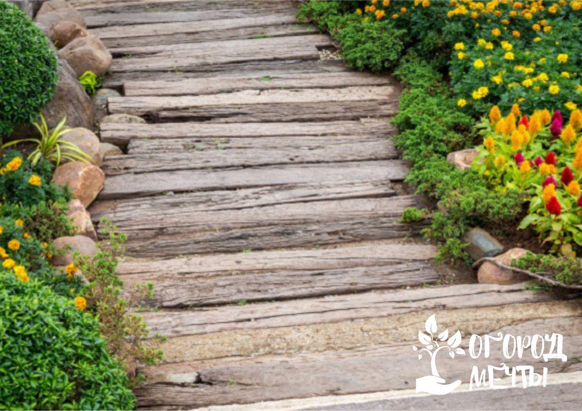 Садовые тропинки из древесных материалов: нюансы укладки