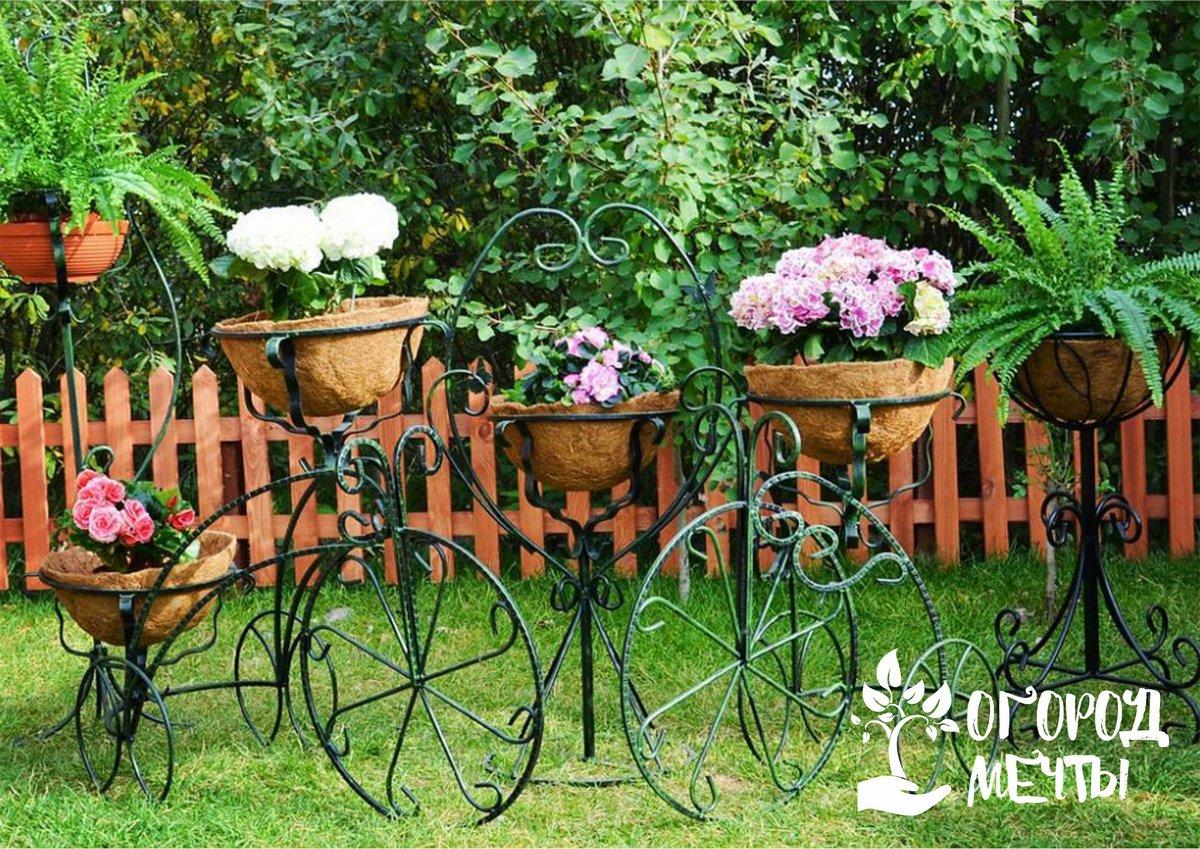 Не знаете, как украсить дачу летом? Представляем вам семь вариантов интересного садового декора!
