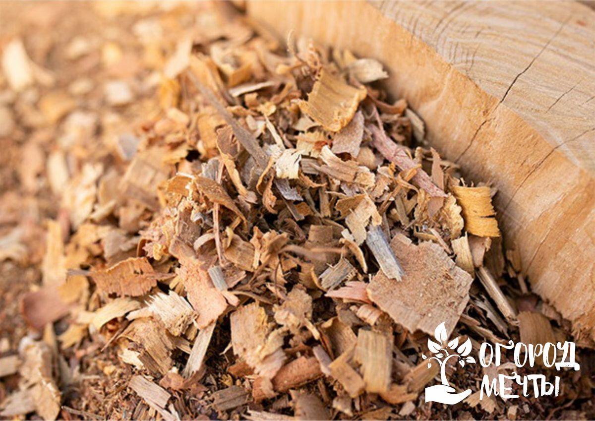 Десять и один способ использования древесных перепревших и свежих опилок на даче